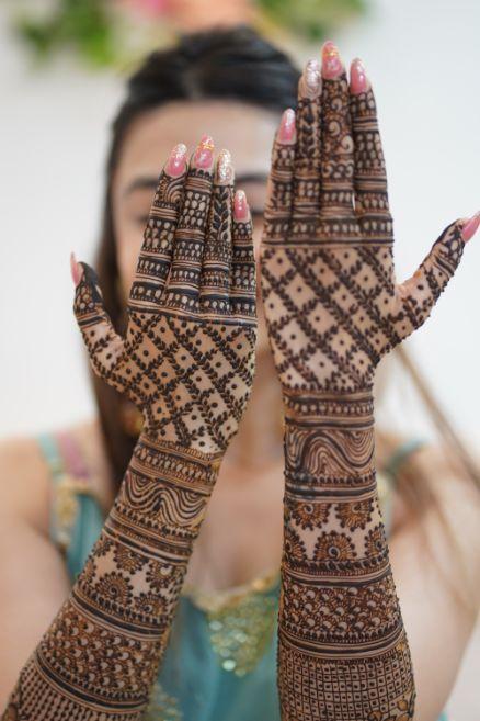 bridal mehendi poses | indian wedding rituals