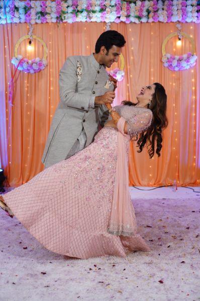 couple dance   couple poses   indian wedding