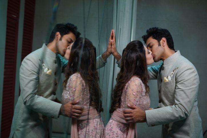 indian couple | kissing indian couple | wedding photos