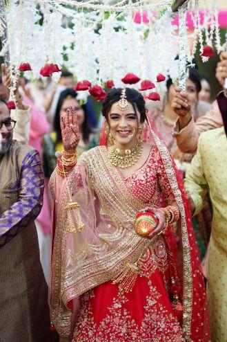 stunning bride entry | indian bridal dupatta drape ideas | Prettiest Mumbai Wedding