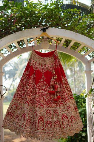 wedding outfit photography | lehenga photography ideas | Prettiest Mumbai Wedding