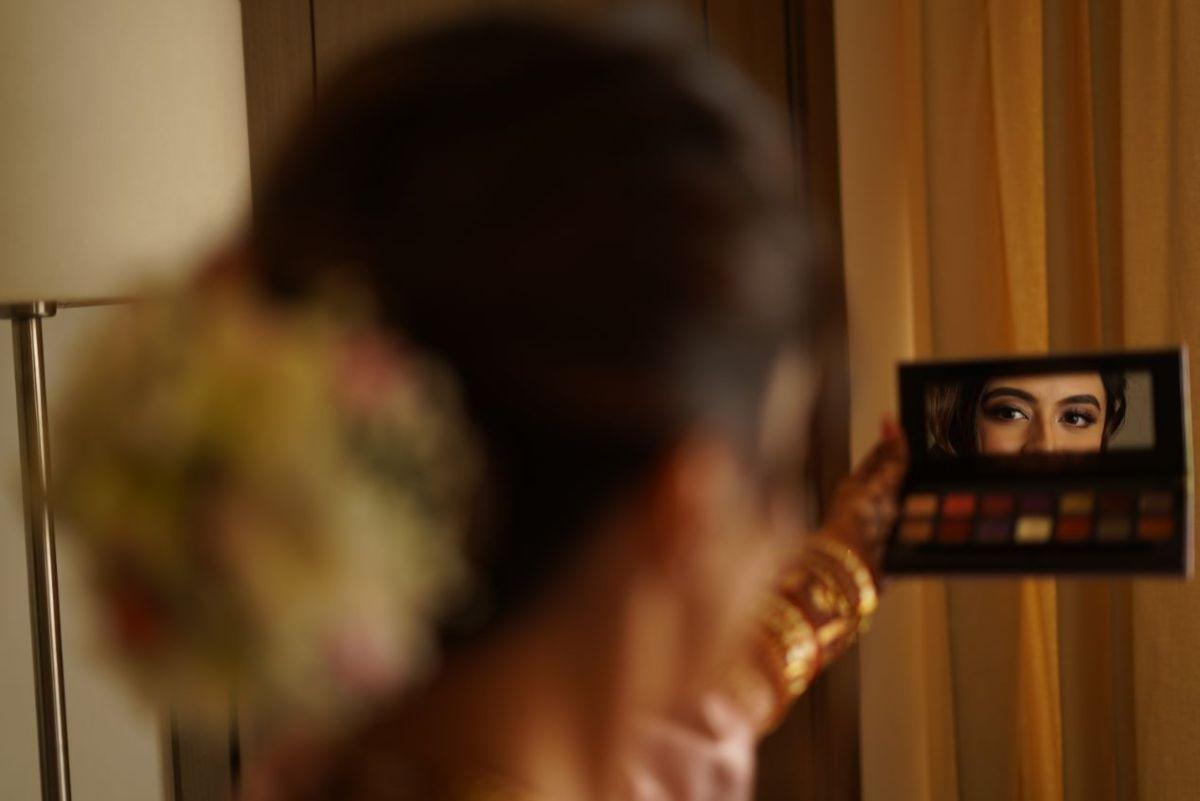 indian bride | makeup | getting ready | Prettiest Mumbai Wedding
