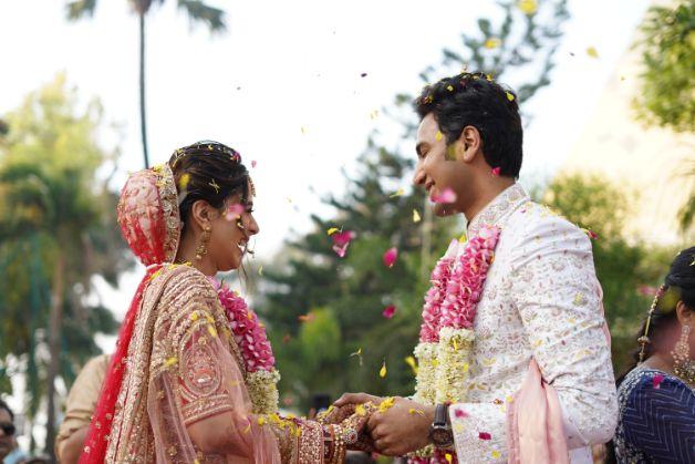 indian wedding photography | beautiful couple | Prettiest Mumbai Wedding