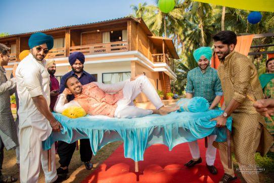 cool groom on his mehendi day | Cutest Haldi Ceremony