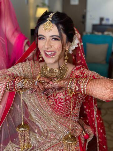 candid bridal photoshoot   stunning bridal mehendi   Prettiest Mumbai Wedding