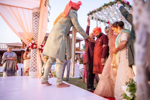 bride entry on stage | indian wedding details