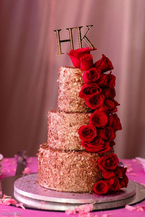 indian wedding cake reception cake indian wedding Mumbai wedding | Manish Malhotra Lehenga  reception Outfit  | chooda designs  indian couple |  #wittyvows #indianwedding