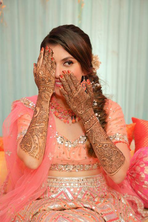 mehendi photoshoot   bridal henna design   mehendi outfits   indian wedding mehendi scene   mehendi designs   green sabyasachi lehenga   chomu palace   floral wedding