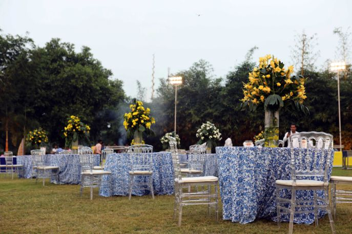 indian wedding decor ideas , decor trends , indian couple kissing | indian wedding , wittyvows , wedding blog , wedding decor Moroccan theme mehendi mehendi decor