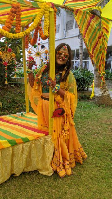 mehendi outfit | Rajasthani wedding | DIY lehenga design | Bridal hairdo | footear | boss bride customised | wittyvows real wedding |