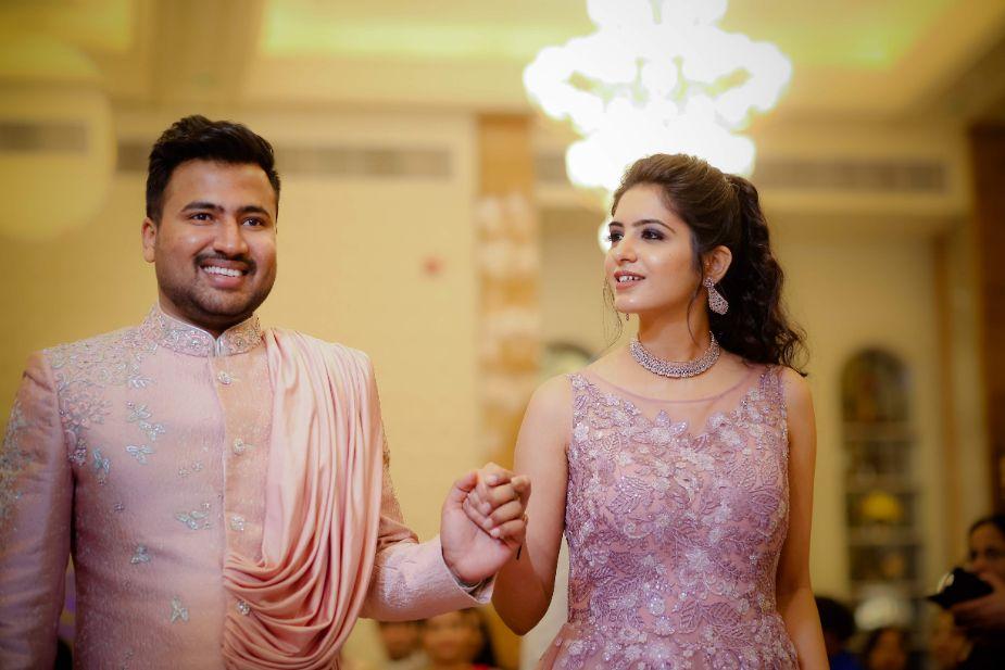 indian wedding in delhi   red lehenga   bridal look for 2020 brides   chooda   red   happy bride   delhi wedding   mehendi look   summer wedding