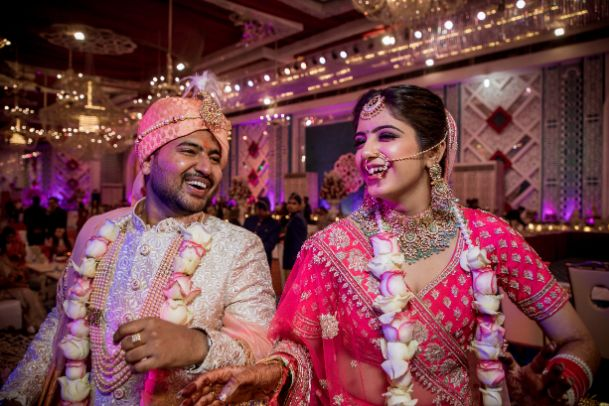 inidian couple kiss   delhi wedding   summer wedding