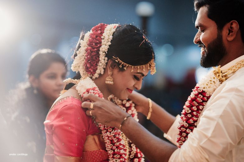 varmala , jaimala , var mala moment , dancing couple , couple moments , hand in hand couple , indian wedding , south indian bride , happy couple , candid photography , intimate South Indian wedding | peach lehenga | pre wedding shoot