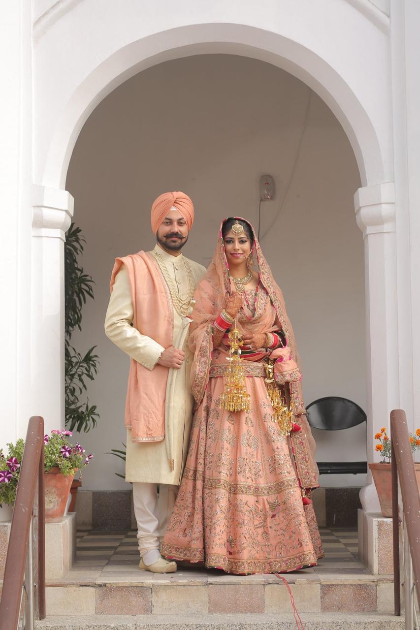 indian couple , sikh wedding , wittyvows , anandkaraj lehenga | personalised embroidery | bridal dupatta | punjabi wedidng
