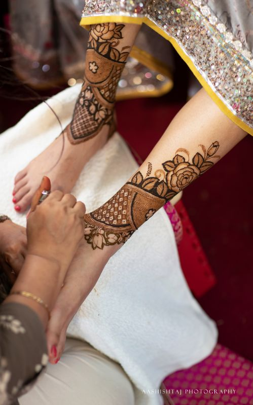 mehendi , foot henna , father daughter , couple shot , indian wedding , indian bride , happy couple , wittyvows , wedding blog , real indian wedding