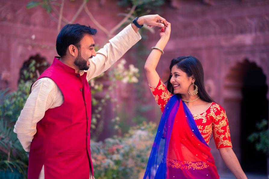 pre wedding , yellow lehenga , destination wedding | wedding In Rajasthan | yellow lehenga | lehenga for sangeet | mirror work | Jaimala moment