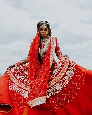 Beautiful bride in red | Lockdown weddings |