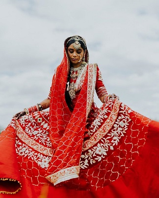 Beautiful bride in red | Lockdown weddings |