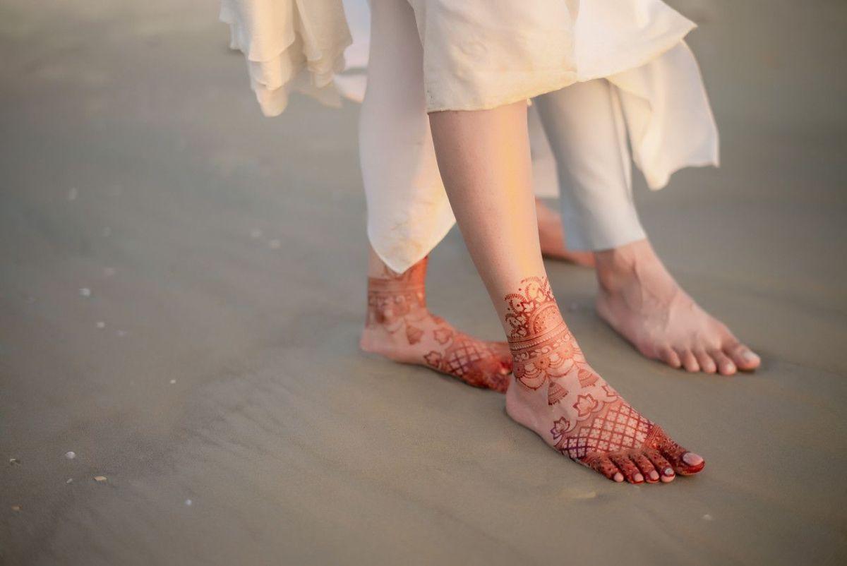 foot henna , mehendi , feet mehendi , all white , destination weddings , wittyvows , wedding blog Beach wedding | wedding in Goa | cocktail outfit | beach party