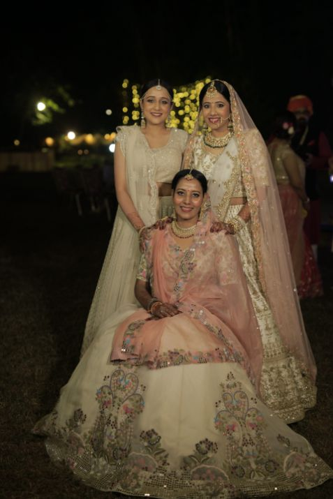 photo with family | indian wedding diaries | Intimate Wedding in Jim Corbett
