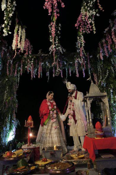mandap decor ideas | indian couple shoot ideas | Intimate Wedding in Jim Corbett