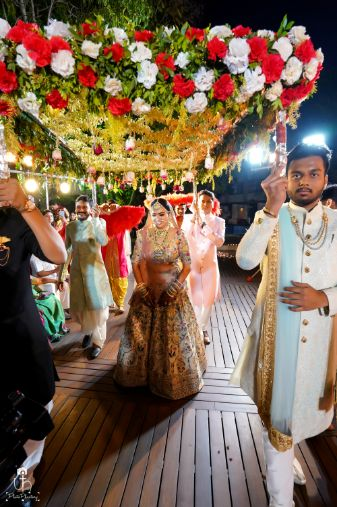 bridal entry on wedding day | phoolon ki chaadar | Beach Wedding in Alibaugh