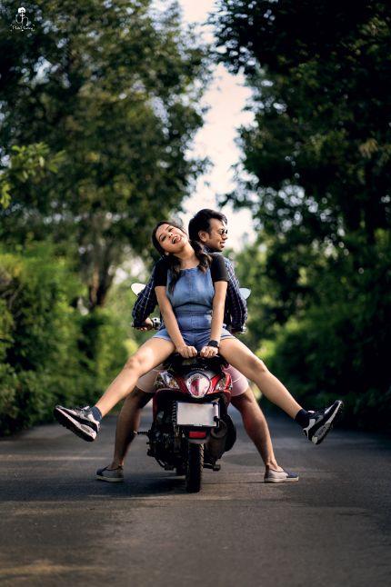 couple enjoying their pre wedding shoot | happy couple vibes