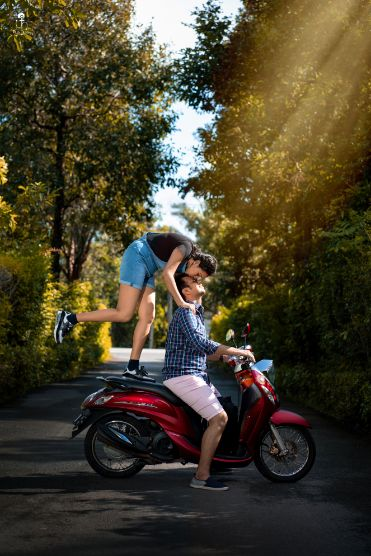 pre wedding shoot ideas on a bike