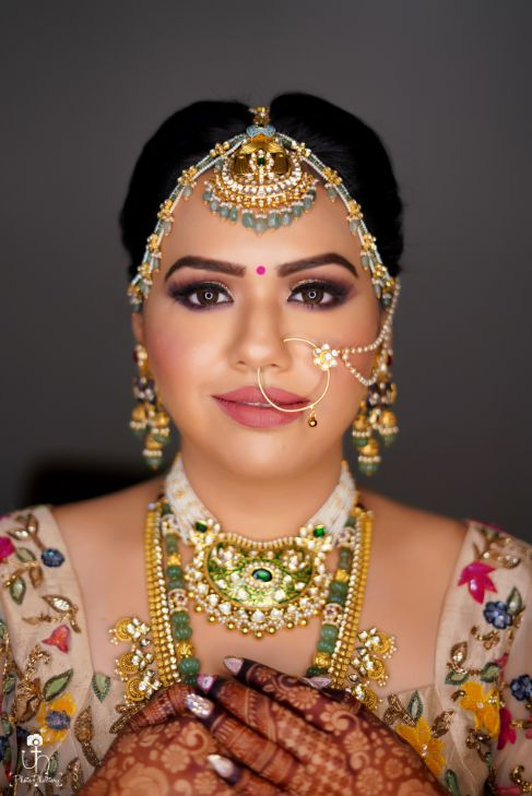 indian bridal jewellery | indian bridal makeup | getting ready photoshoot ideas in trend | Beach Wedding in Alibaugh