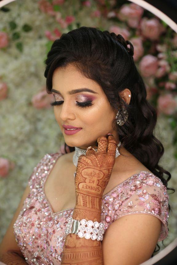 indian couple , bridal portraits , wedding isnpiration , indian wedding , bridal henna , red lehenga , indian wedding blog , Gujarati wedding   fairytale reception   wedding cake