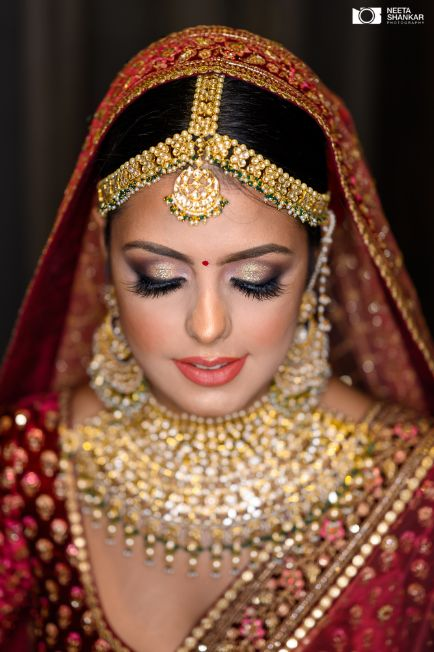 bridal makeup trends | indian wedding photography | Sabyasachi Lehenga in Maroon