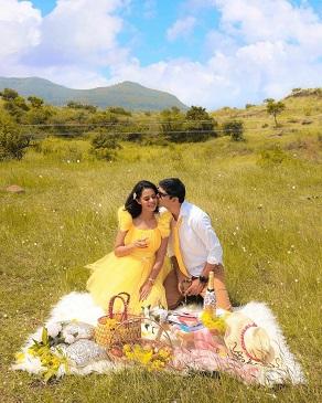 Romantic picnic with bae
