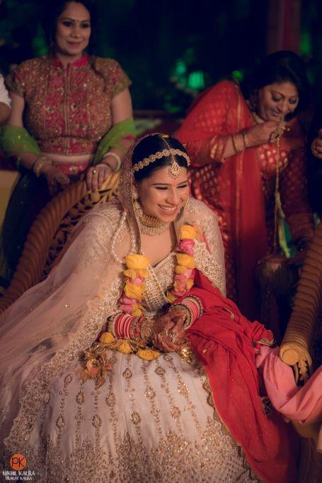 indian bridal lehenga , indian wedding , indian couple , wedding blog , bridal hair accessories | day wedding look | Mathapatti
