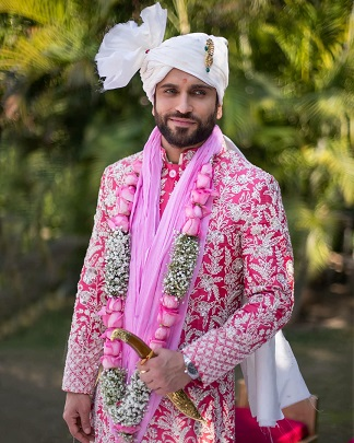 Pink sherwani with embroidery | Indian grooms | Indian wedding photography