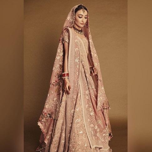 Pastel wedding look