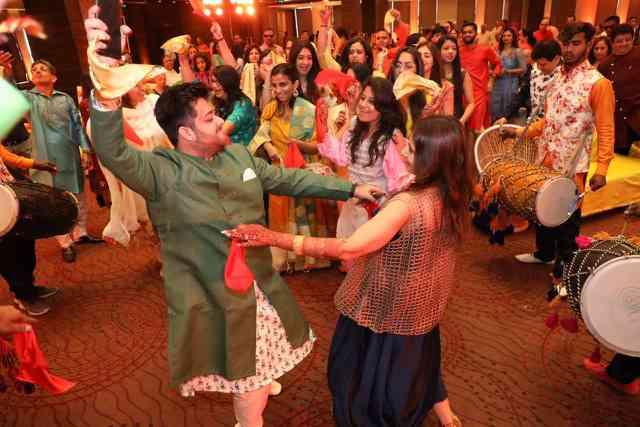 belted lehenga for mehendi | wedding dance