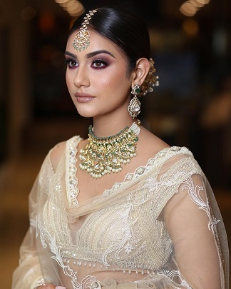 Smokey eyes with nude lips for Indian Brides