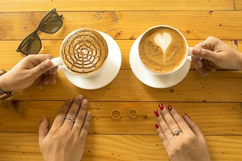 Coffee lovers the best way to announce your wedding