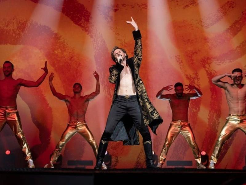 Dan Stevens shares Alexander Lemtov stage photo from Netflix Eurovision  movie | wiwibloggs