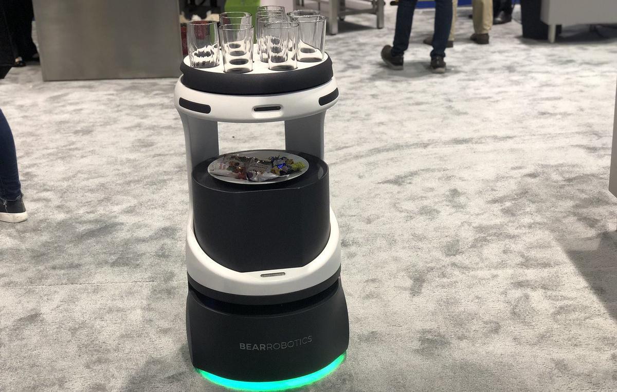 Robô-garçom deve chegar aos restaurantes em breve