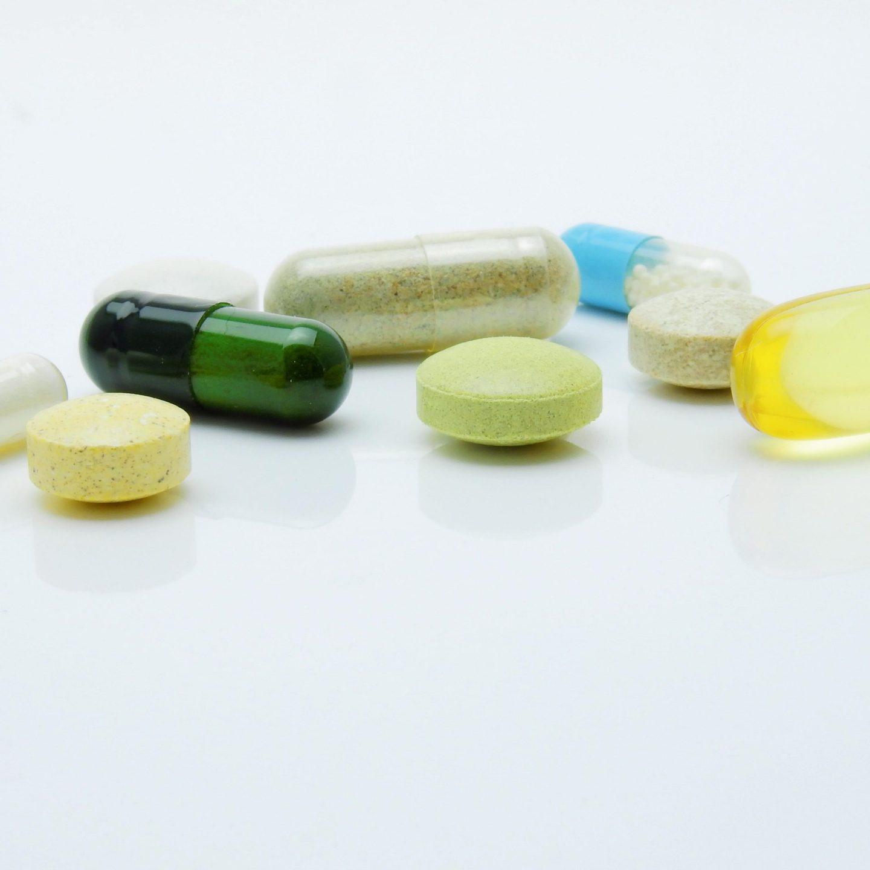 O que é a cloriquina? Entenda o medicamento que será testado contra Covid-19 no Brasil