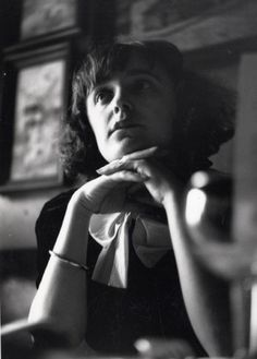 A younger Edith Piaf