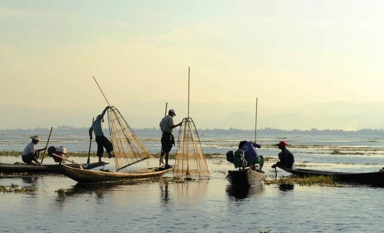 Jezioro Inle - rybacy przy pracy