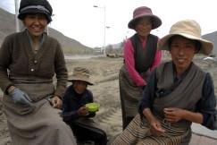 Kobiety pracujące przy budowie drogi (TYBET)