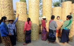 Sprzedawczynie mat na targu w Nyaung Shwe (BIRMA)