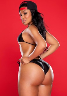 Kyra-Chaos-showing-off-her-phat-bubble-butt-in-a-black-bikini-in-her-shoot-with-Jose-Guerra