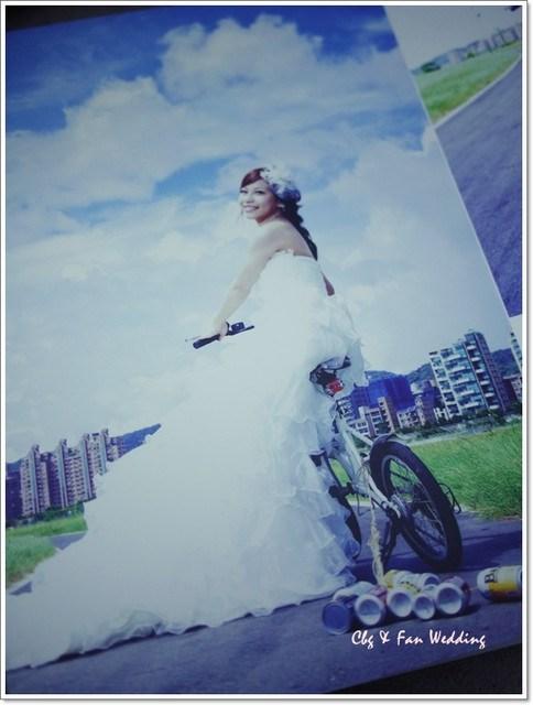 [♥囍♥]LOMO自助婚紗變成書了耶! @小環妞 幸福足跡