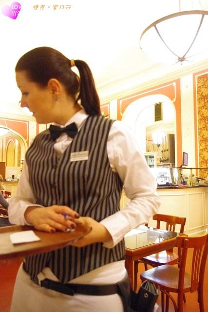 ❤Love in 捷克-2❤讓城市的夜晚伴隨著咖啡香沉沉睡去(Mamaison Hotel。羅浮咖啡館) @小環妞 幸福足跡