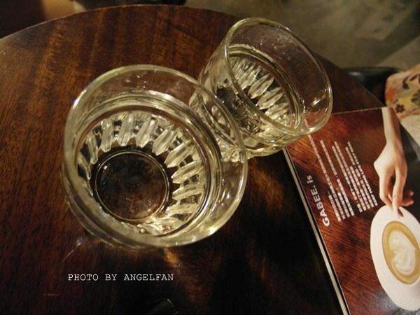 【台北咖啡廳】StayReal Cafe。五月天*不二良潮牌咖啡廳 @小環妞 幸福足跡