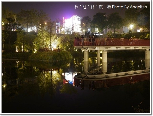 [台中景點]。秋紅谷廣場 ♥ 都市中心出現的地下綠洲,美麗的錯誤 @小環妞 幸福足跡